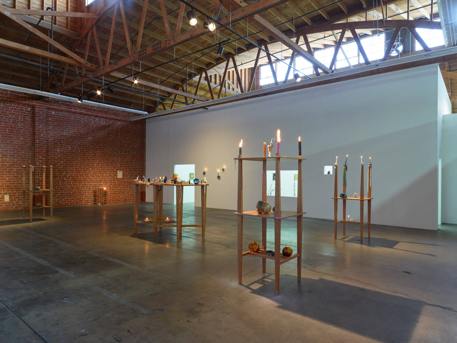 20_kelly-akashi-being-as-a-thing-installation-view