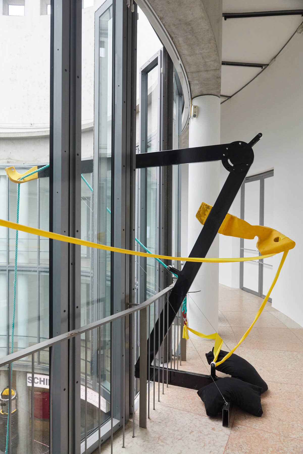 Schirn_Neil_Beloufa_Global_Agreement_Installation_View_Foto_Marc_Krause_29